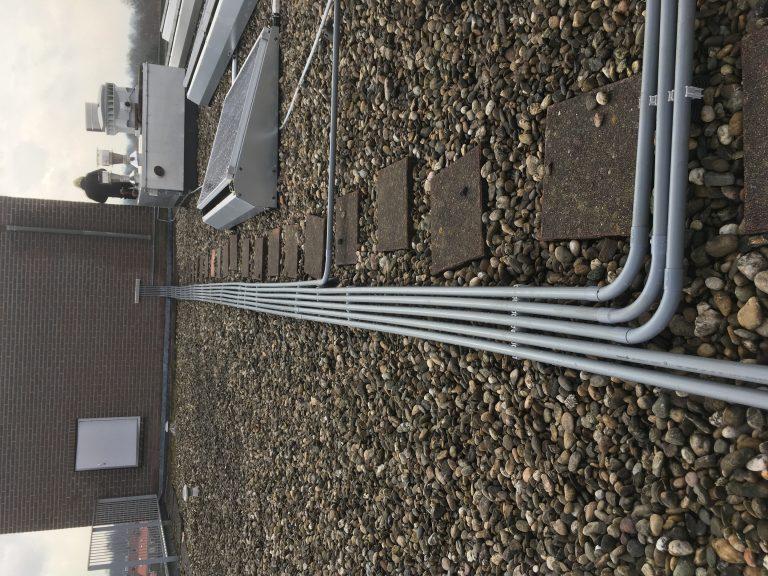 Schnabl beugel met esd op dakblok tbv zonnestroom systeem